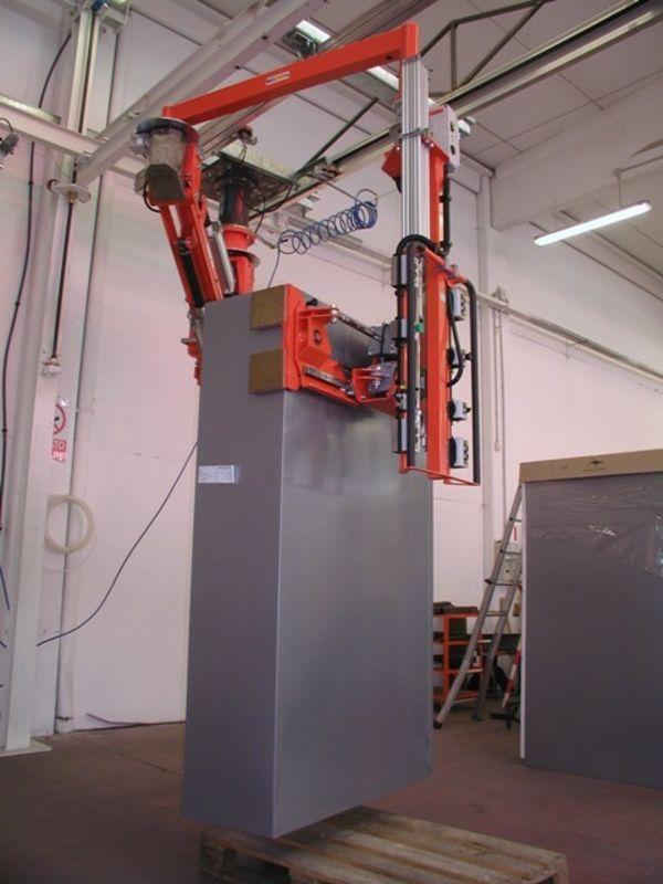 Manipolatore ATIS a pinza pneumatica per armadi metallo 03