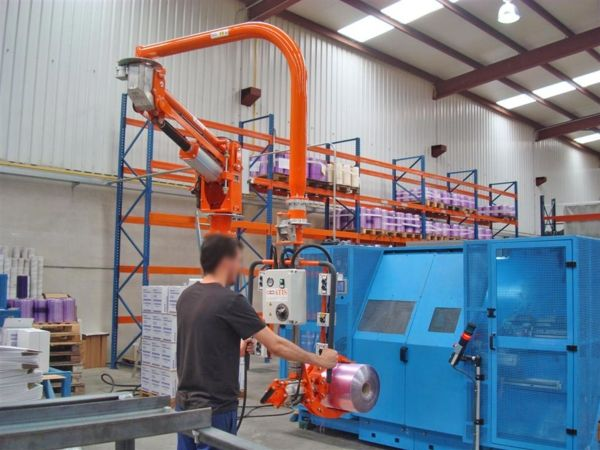 ATISmirus manipulator, pneumatic clamp to grip bobbin external diameter.