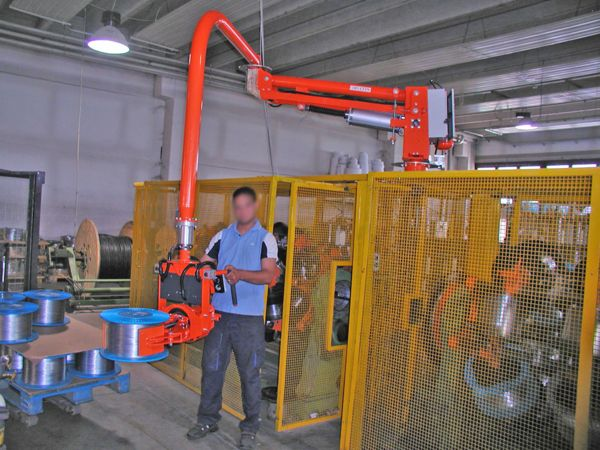 Rigid arms manipulator, pneumatic clamp to grip on external side of metallic wire bobbins.