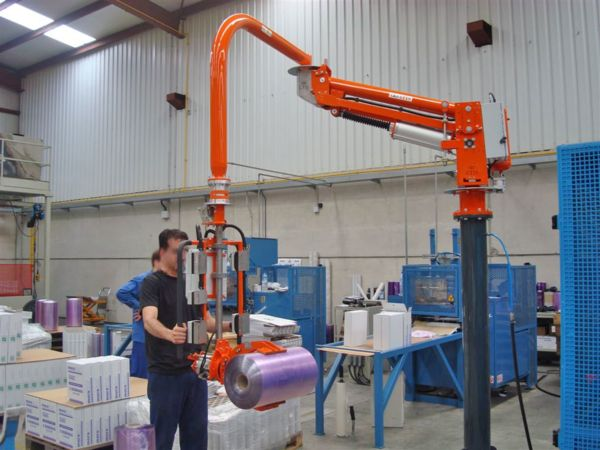 Pneumatic manipulator column mounted, clamp gripping tool for bobbins, 0-90° bobbin pneumatic inclination