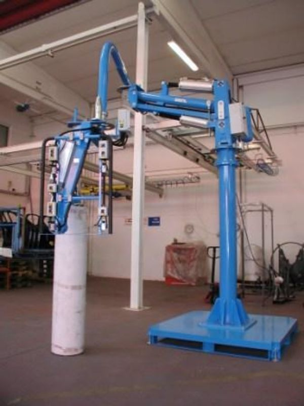 Pneumatic mandrel manipulator for bobbins