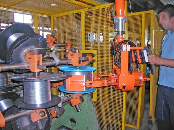 ATISmirus manipulator, pneumatic clamp for metallic wire bobbins