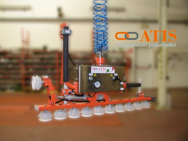 ATISacer industrial manipulator, gripping tool with multiple suction cups to handle an entire row of glass bottles