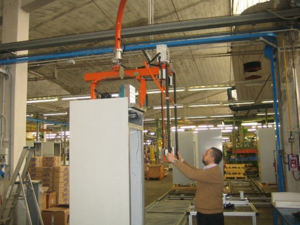 Manipulator for motor panels and installation over refrigerators 01