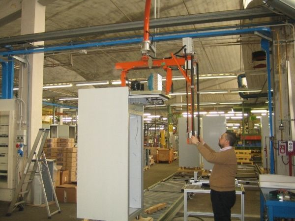 Manipulator for motor panels and installation over refrigerators 02