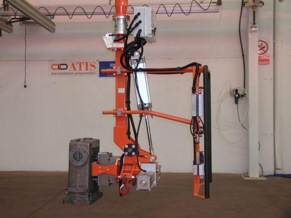 Manipulator ATISmirus 300 with clamp tool for truck intercooler 02