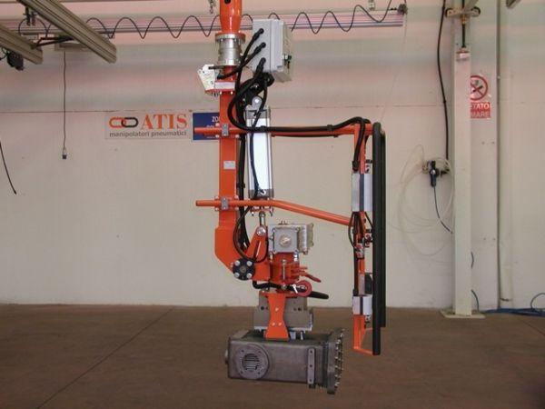 Manipulator ATISmirus 300 with clamp tool for truck intercooler 03