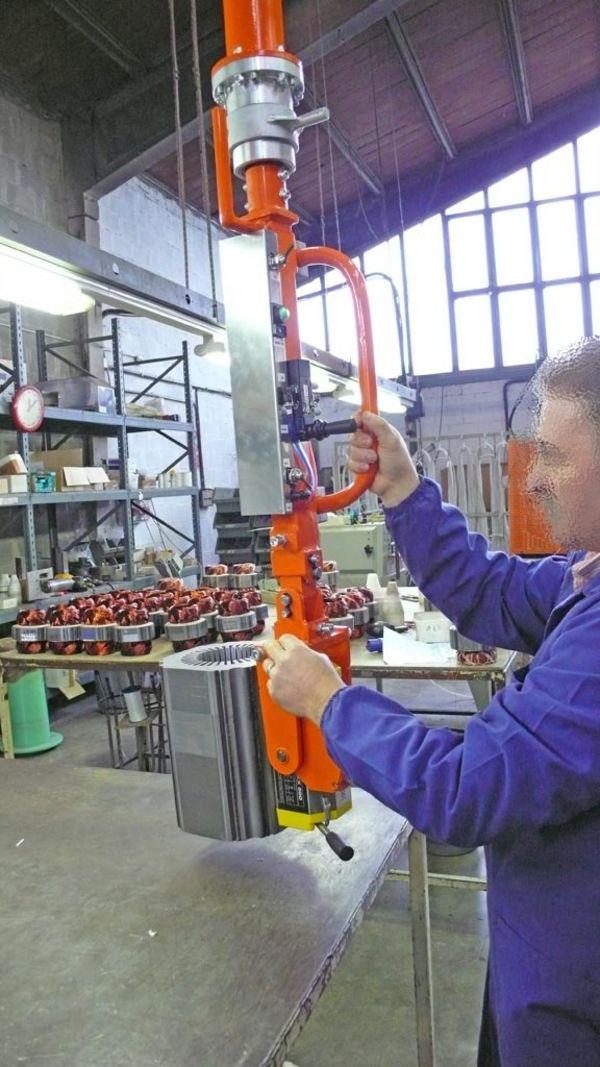 Manipolatore presa rotori su asse verticale