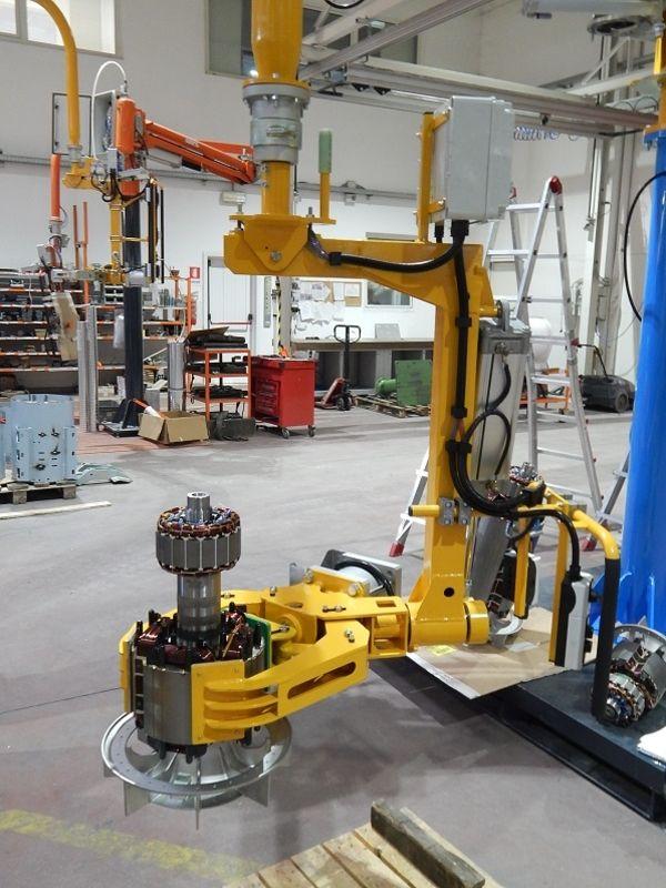 Bilanciatore azzeratore di peso ATIS, manipolatore dotato di attrezzo a pinza per rotori motori elettrici