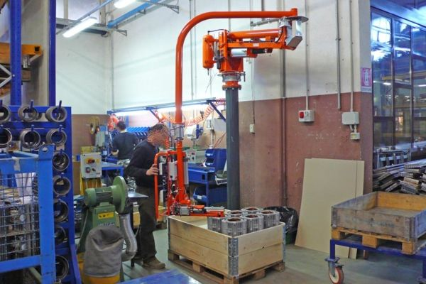 Manipulator ATISmirus 100 with mandrel tool for stators