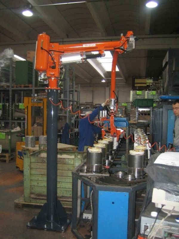 Manipulator ATISmirus 80 with clamp tool for stators 01