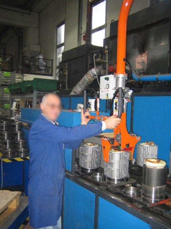 Manipolatore ATISmirus 80 a pinza pneumatica per statori 03