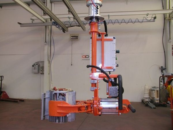 Manipulator ATISmirus 80 with clamp tool for stators 04