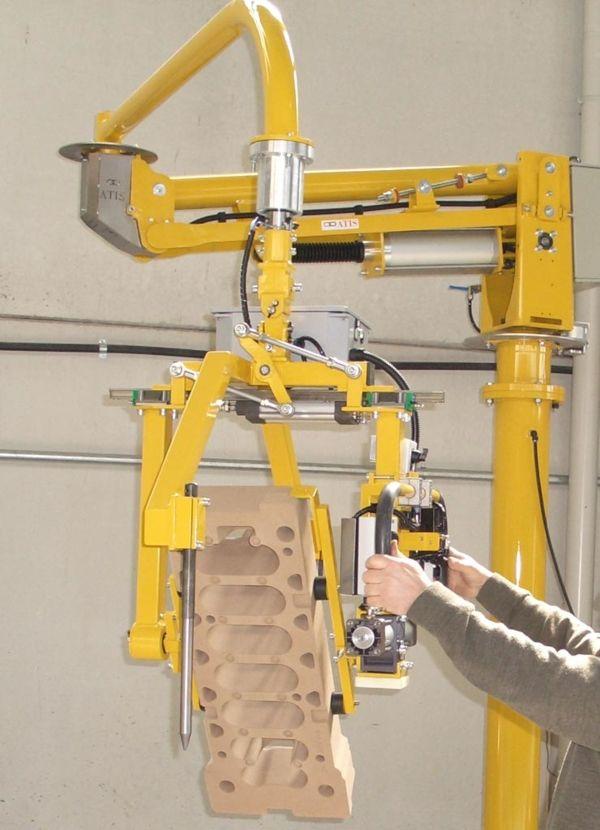 Manipulator ATISmirus 100 - Inclined sand casts
