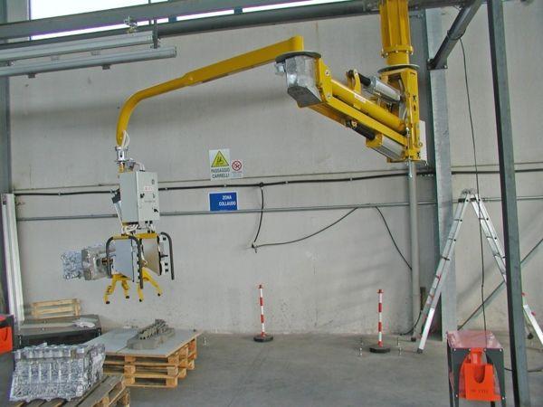 Manipulator ATISmirus 300 for engine blocks and sand casts