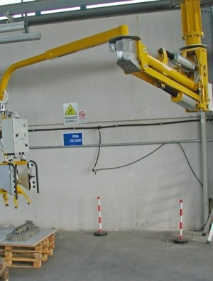 Manipulator ATISmirus 300 for engine blocks and sand casts