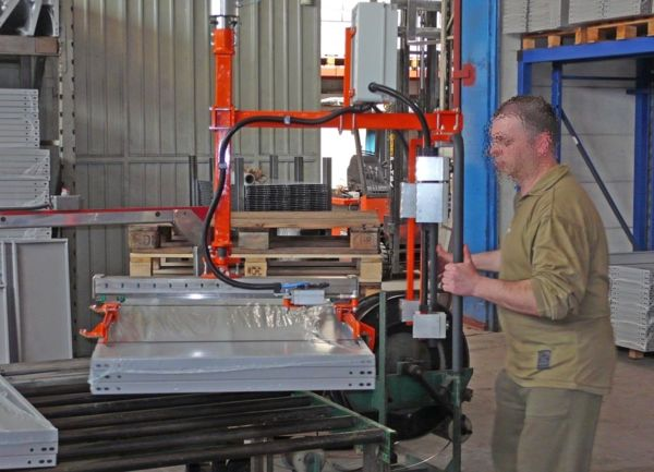 Paletizado paquetes plastificados - Manipulador neumático ATIS