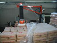 Grip of sack from pallet