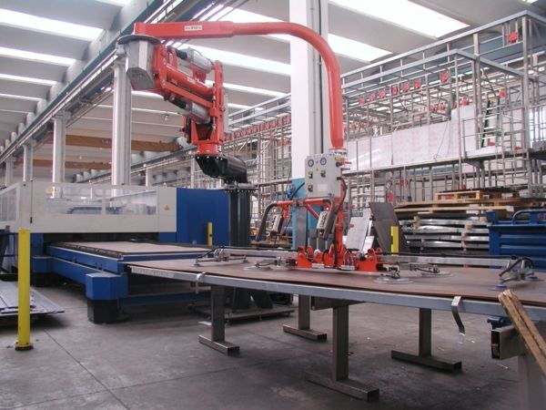 ATISmirus 300: placing of metal sheets on cutting machine