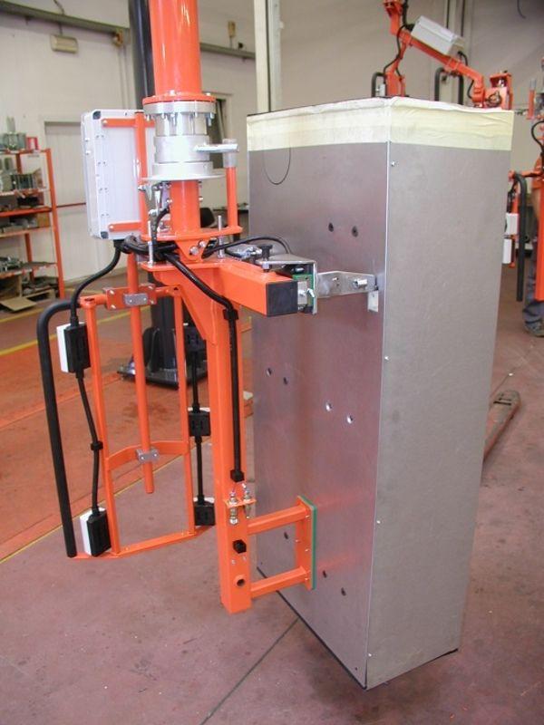 Manipolatore bilanciatore di carichi presa schienali armadi in lamiera piegata R130162