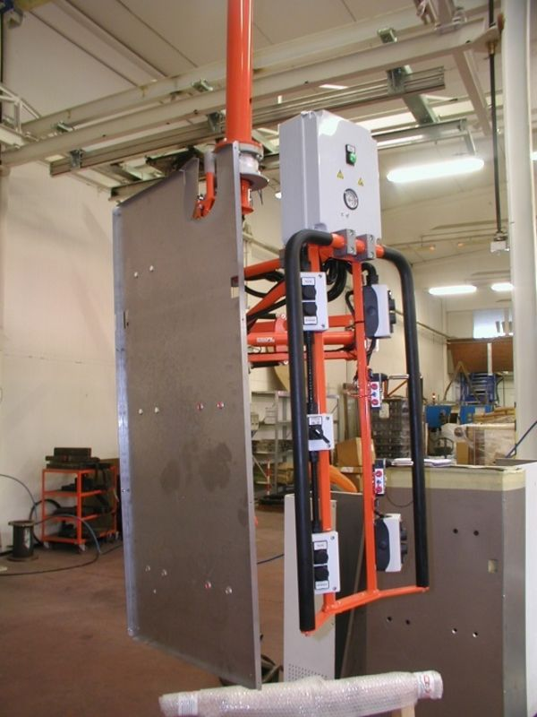 Manipolatore pneumatico industriale ATISmirus 80 movimentazione lamiere piegate R130163