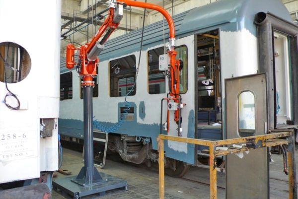 Maniopolatore ATIS per installazione porte su locomotive