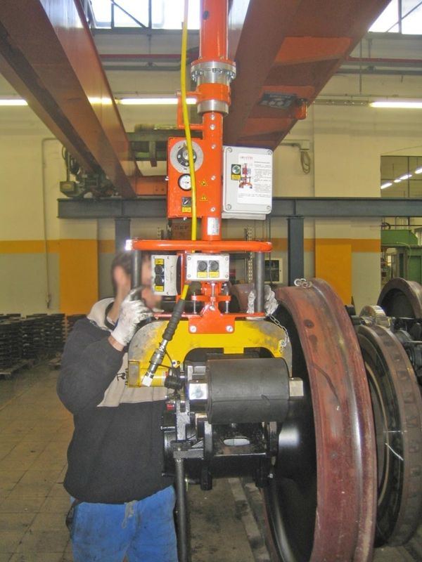 Train maintenance - Pneumatic Manipulator ATIS