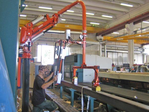 Loading laser cutter - Pneumatic Manipulator ATIS